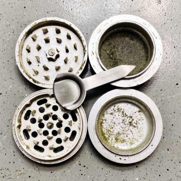 kief-dry-herb-marijuana-weed-cannabis-grinder-scraper-scoop-accessories-smoking-tool